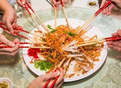 Benvenuti nell'anno del Cane: al via i festeggiamenti (a tavola) per il Capodanno cinese