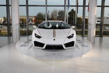 Al Museo Lamborghini la Huracán donata a Papa Francesco