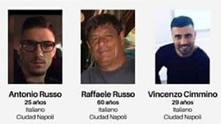 """""""Ci ha fermato la polizia e dobbiamo seguirli"""": l'ultimo messaggio vocale inviato dagli italiani scomparsi l'audio"""