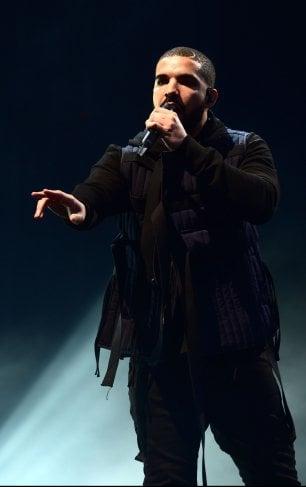 Drake, il rapper buono, regale un milione di $