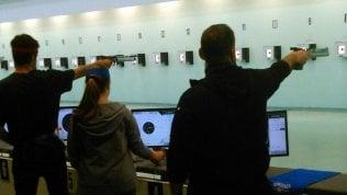 Studenti a lezione al poligono di tiro: Vicenza si divide sulle armi come materia scolastica