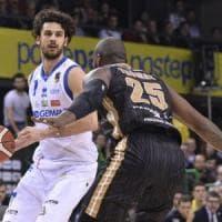 Basket, coppa Italia: Cantù da applausi, ma in finale ci va Brescia