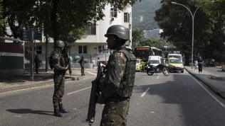 Brasile, militari in strada contro la violenza infinita: viaggio nella Rio governata dal crimine