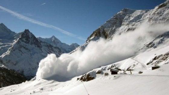 Valanghe, tre sciatori morti in Alta Savoia. In Svizzera travolti in dieci, due feriti
