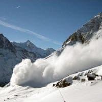 Valanghe, tre sciatori morti in Alta Savoia. In Svizzera travolti in dieci,
