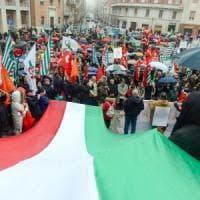 Macerata, la sfilata di cittadini e istituzioni si riprende il Monumento