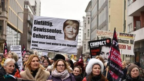 Germania, la destra dell'AfD supera l'Spd. E Merkel sceglie la sua delfina: Annegret Karrenbauer