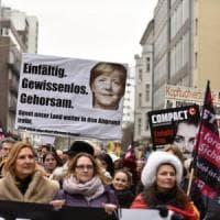 Germania, la destra dell'AfD supera l'Spd. E Merkel sceglie la sua delfina: Annegret...