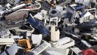 Rifiuti tecnologici, record della raccolta nel 2017: 90  mila tonnellate ritirate
