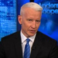 """Anderson Cooper contro Donald Trump: """"ha giocato a golf durante i funerali di Parkland"""""""