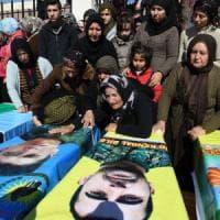 Siria, forze di Assad arrivano ad Afrin sotto i bombardamenti turchi. A Ghouta 194 civili...