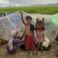 Bangladesh, migliaia di Rohingya nella terra di nessuno mentre arriva la stagione dei monsoni