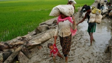 Bangladesh, migliaia di Rohingya  nella terra di nessuno  mentre arrivano i monsoni