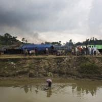 Myanmar, le ruspe del regime per cancellare le fosse comuni dei rohingya
