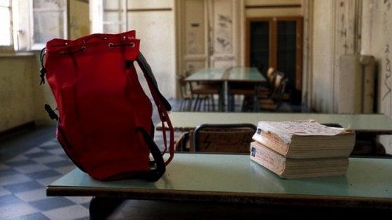 Cento falsi maestri assunti nelle scuole in tutta Italia