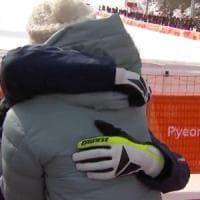 Sofia Goggia e quell'abbraccio liberatorio con Dominique Gisin