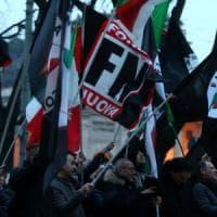 """Forza Nuova tenta irruzione a Dimartedì. Via dopo il confronto con Floris: """"Chi non è..."""