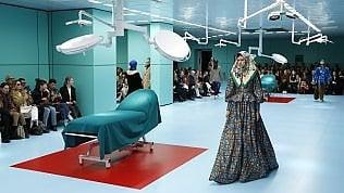 Teste mozzate e sale operatorie: l'inferno dantesco di Gucci foto
