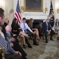"""Trump: """"Fondi per armare gli insegnanti"""". Studenti e genitori: """"Bisogna invece fermare la..."""