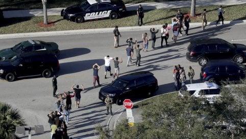 Usa, minacce di attacchi alle scuole: dalla strage in Florida segnalati 50 casi al giorno