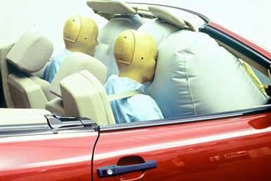 Mercedes-Benz festeggia i suoi airbag