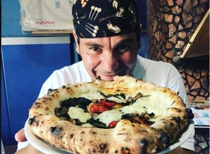Napoli, lo strano nome della pizzeria che gioca a fare il ristorante