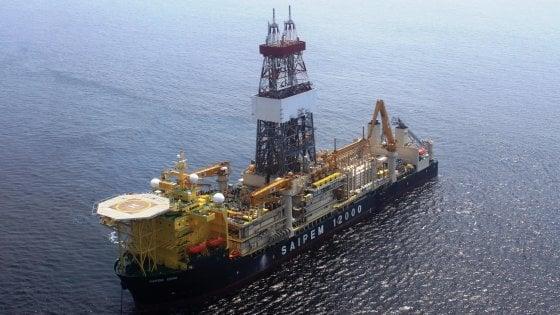 """Cipro, Eni rinuncia: la nave Saipem fa dietrofront. Media greci: """"I turchi hanno minacciato di speronarla"""""""