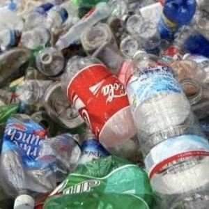 La ricetta norvegese contro lo spreco di plastica: fino a 31 cent per le bottiglie restituite