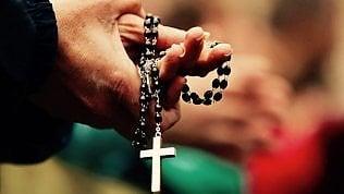 Consegnato alla curia dossier su omosessualità nel clero: coinvolti preti e seminaristi