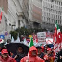 Cortei ad alta tensione da Roma a Palermo: sgomberi e contusi a Milano
