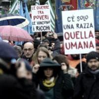 Roma, in piazza contro fascismo con l'Anpi. La sinistra divisa sfila insieme. Milano,...