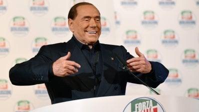 """Milano, arringa fiume di Berlusconi che attacca tutti: """"Vinciamo sicuro"""""""