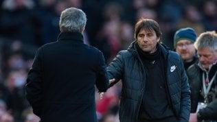 """Mourinho diventa buono: stretta di mano e """"carezza"""" a Conte"""