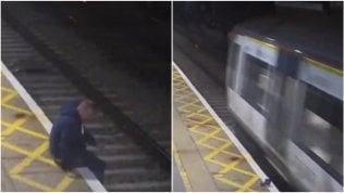 Ubriaco attraversa binari, treno passa e si salva per un soffio