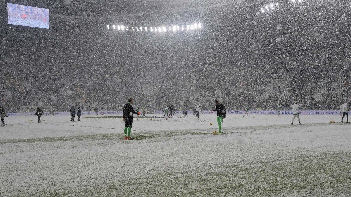 TORINO - Alla fine vince la neve. Juventus-Atalanta, gara valida