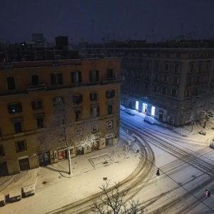 Temperature in picchiata e neve: gelo storico. Oggi scuole chiuse a Roma