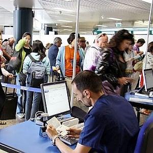 """La provocazione: """" Dal 1° aprile  i passaporti UE non saranno più validi ai fini dell'espatrio"""""""
