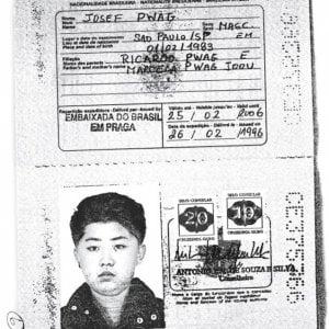 Kim Jong-un e il padre brasiliani per finta: un passaporto falso per viaggiare in Occidente