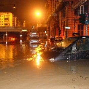 Le strade di Genova invase dall'acqua