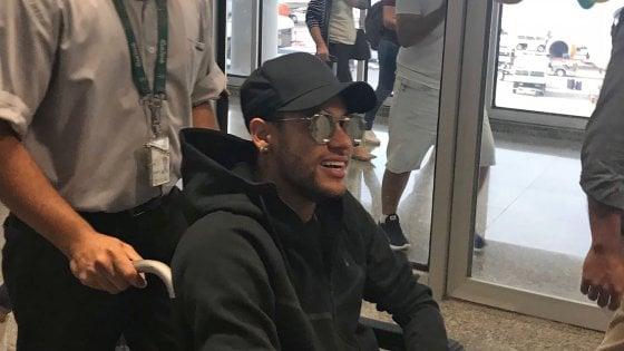 Psg, Neymar in Brasile: l'infortunio è più grave del previsto, fuori tre mesi