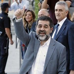 Catalogna, Puigdemont rinuncia alla presidenza e designa Sanchez