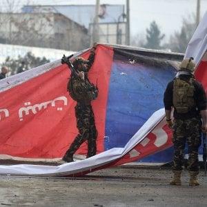 Afghanistan, autobomba: un morto e 4 feriti a Kabul. Il presidente Ghani cerca una difficile soluzione politica
