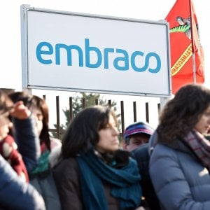 Embraco, Calenda: Raggiunto accordo, licenziamenti sospesi