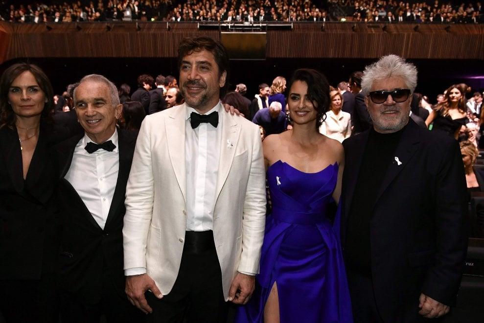 Cruz, Almodovar e il cinema francese col fiocco bianco contro le molestie ai César