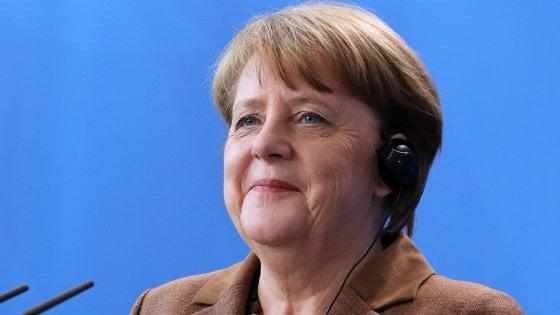 Germania, base Spd approva Grosse Koalition: sì al governo con Merkel