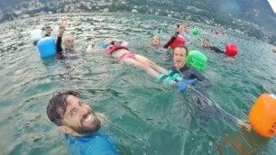 """Correre e nuotare con Dario """"Lui ci insegna ad essere felici"""""""