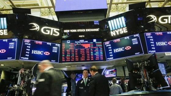 Tensione su euro e spread, ma i mercati tengono dopo il voto. Piazza Affari -0,4%