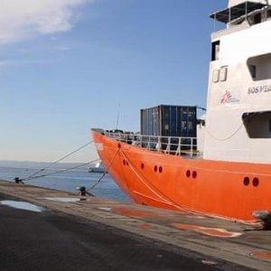 """Migranti, nuovo naufragio al largo della Libia. I sopravvissuti: """"Almeno 21 morti"""""""