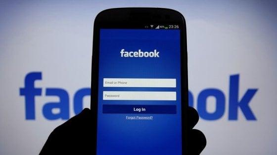 Facebook sotto accusa: chiede agli utenti se tollerano richieste sessuali a minorenni