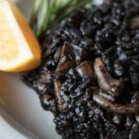 Il risotto al nero di seppia moderno sfida quello raccontato dall'Artusi